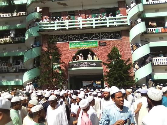 শাহ আহমেদ শফি'র শেষ বিদায় জানাতে হাটহাজারীতে এলাকাজুড়ে মানুষের ঢল