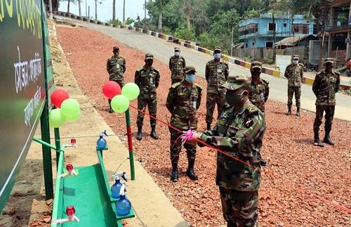 করোনা প্রতিরোধে হ্যান্ডওয়াশ পয়েন্ট স্থাপন সেনাবাহিনীর