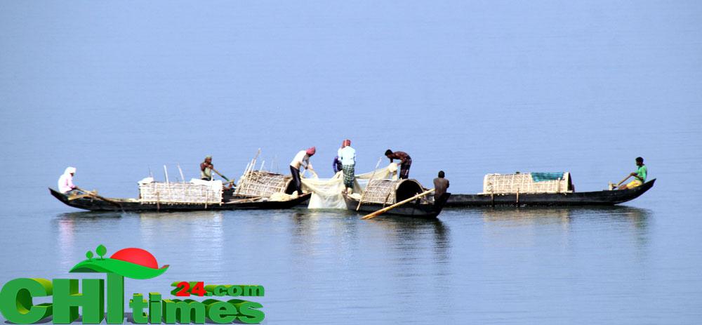 কাপ্তাই হ্রদে আজ থেকে তিন মাসের জন্য মাছ আহরণ-বিপনন সম্পূর্ন নিষিদ্ধ