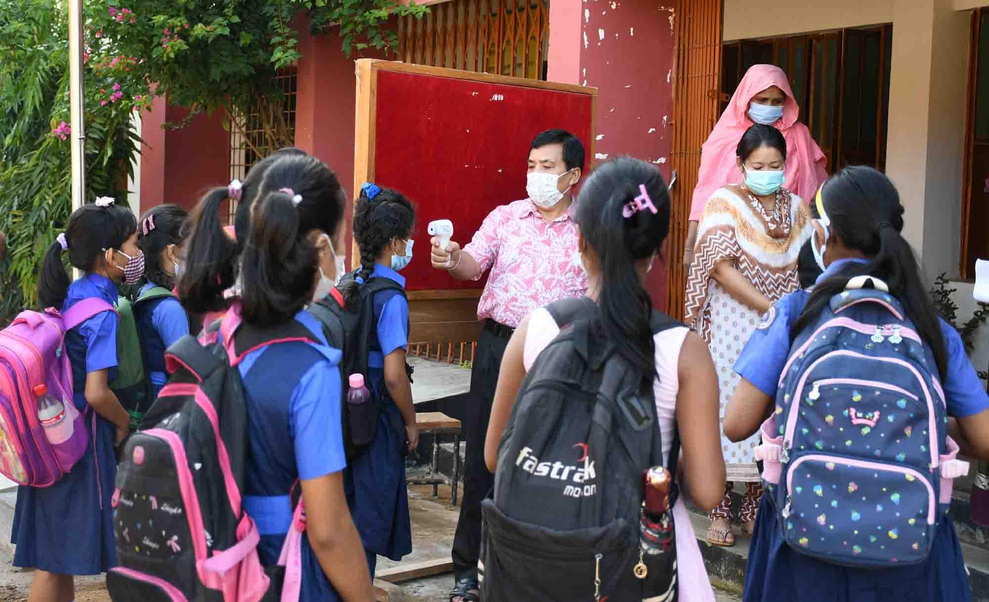 খাগড়াছড়িতে খুলেছে শিক্ষা প্রতিষ্ঠান উচ্ছ্বাসিত শিক্ষার্থীরা