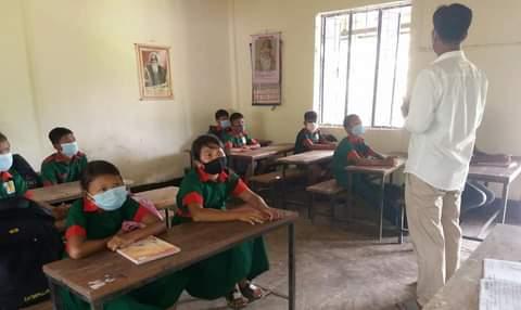জীবনে প্রথম বিদ্যালয়ে আসার অনুভুতি হচ্ছে শিক্ষার্থীদের মাঝে