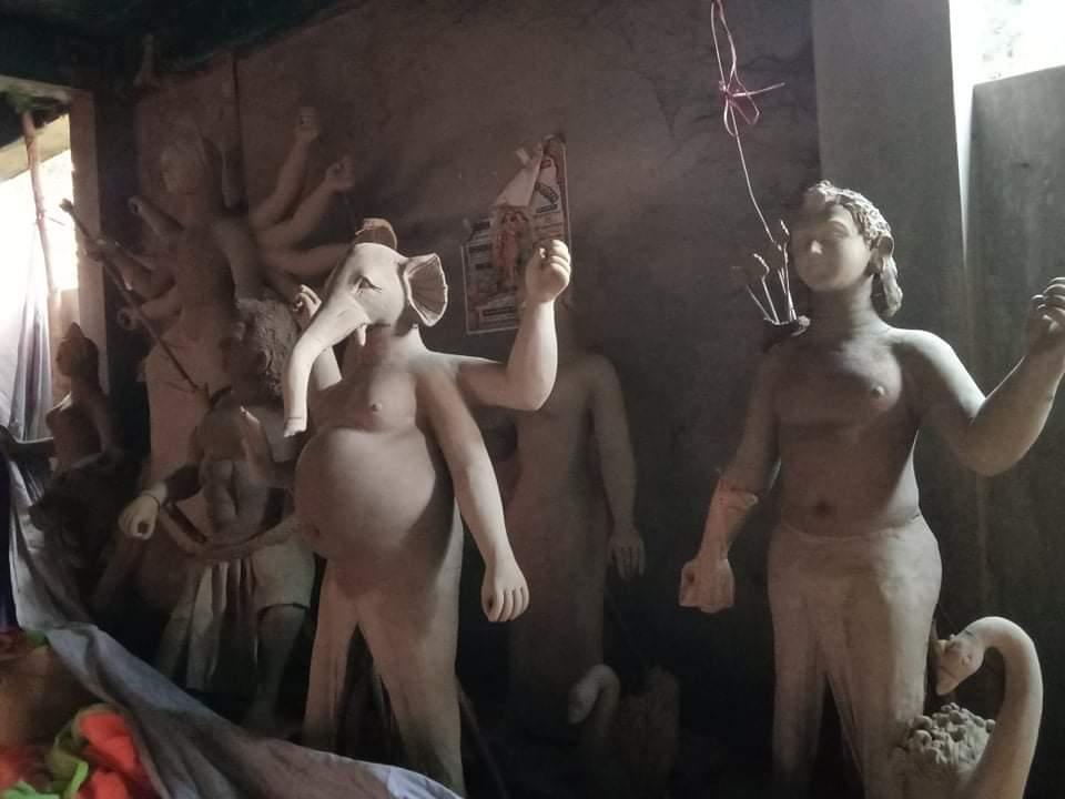 রাজস্থলীতে প্রতিমা তৈরিতে ব্যস্ত মন্দিরগুলো